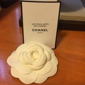Chanel N 22 spray with Camillia flower pin